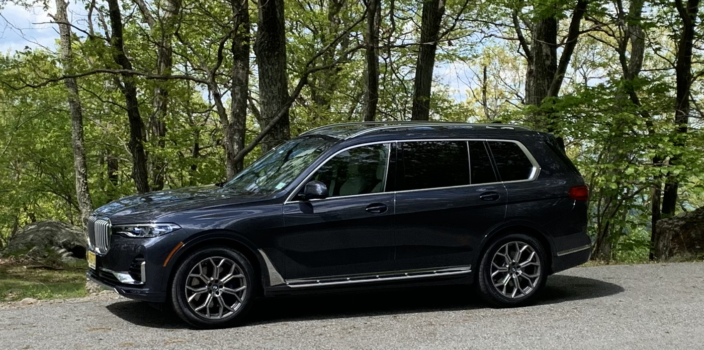 2019 BMW X7 xDrive50i front quarter on Bear Mountain