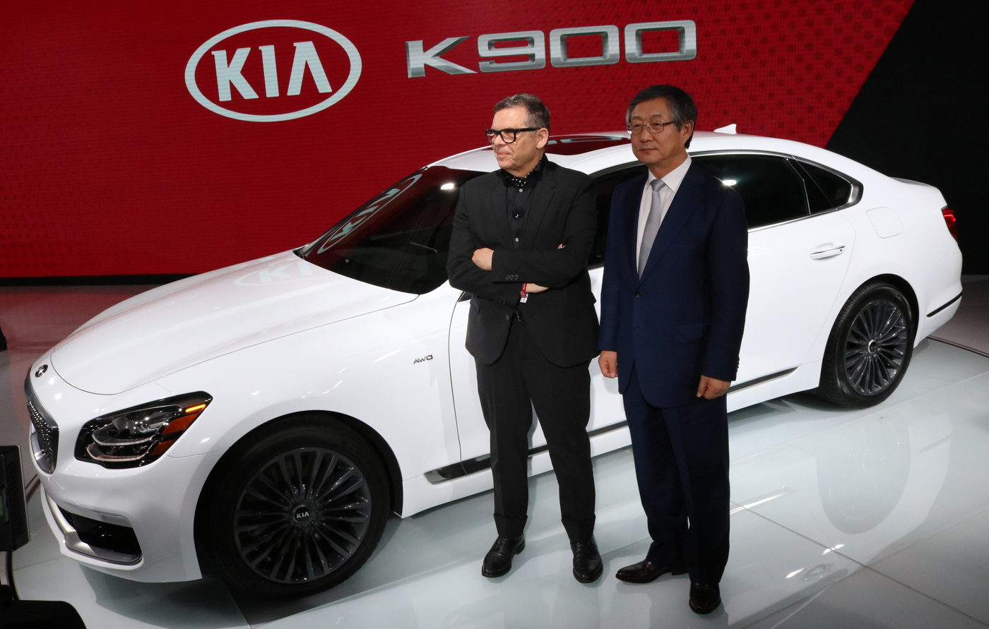 2019 Kia K900 at NY Auto Show with Officers