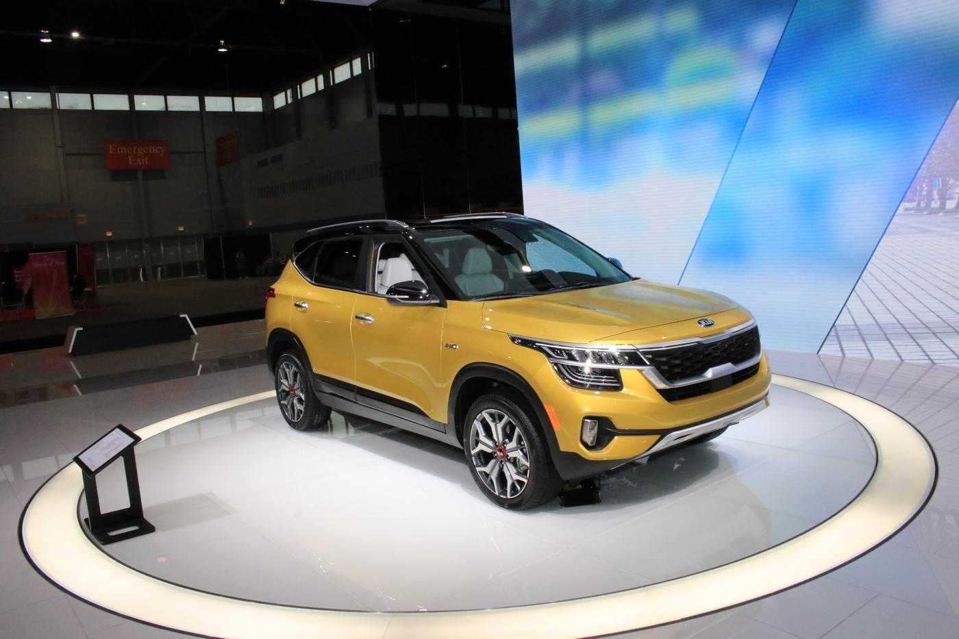 2021 Kia Seltos at 2020 Chicago auto show