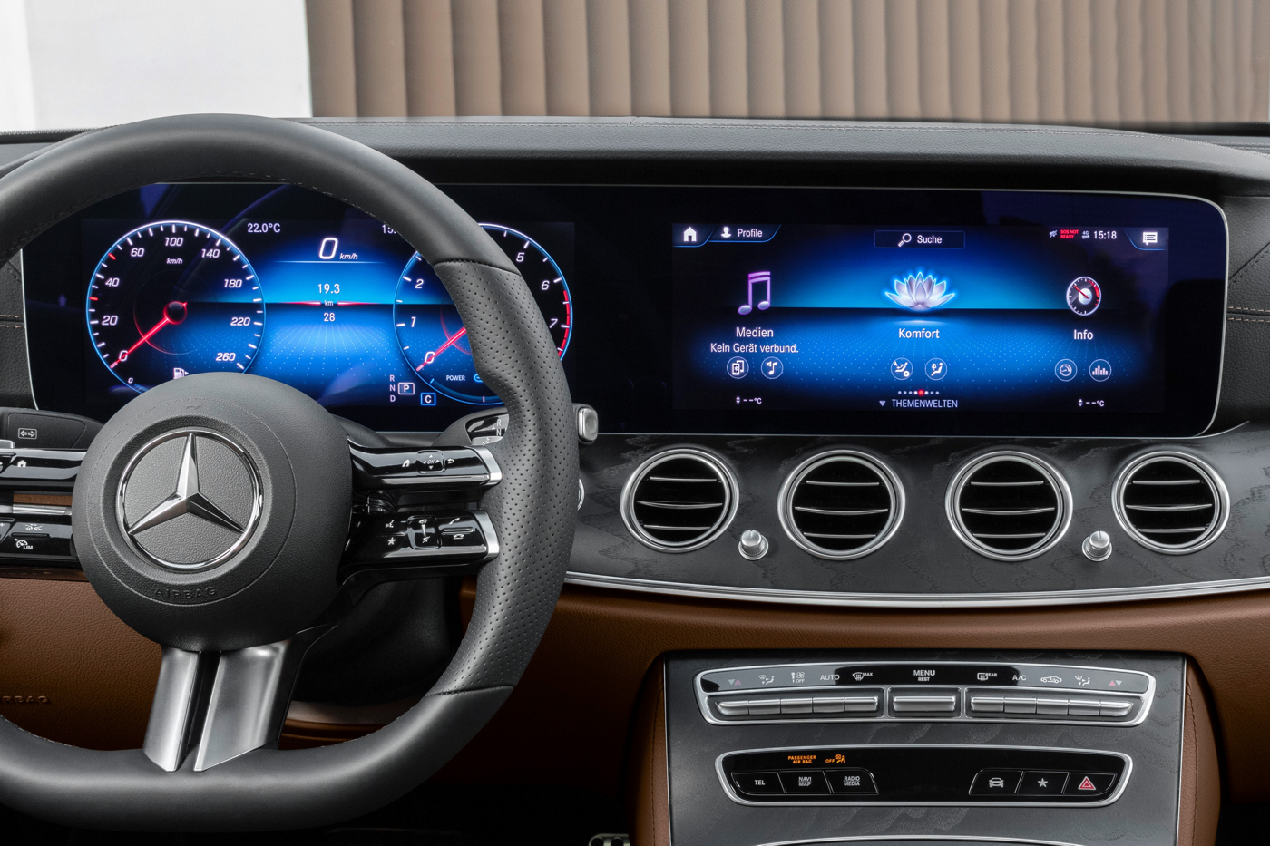 2021 Mercedes E-Class gauges display
