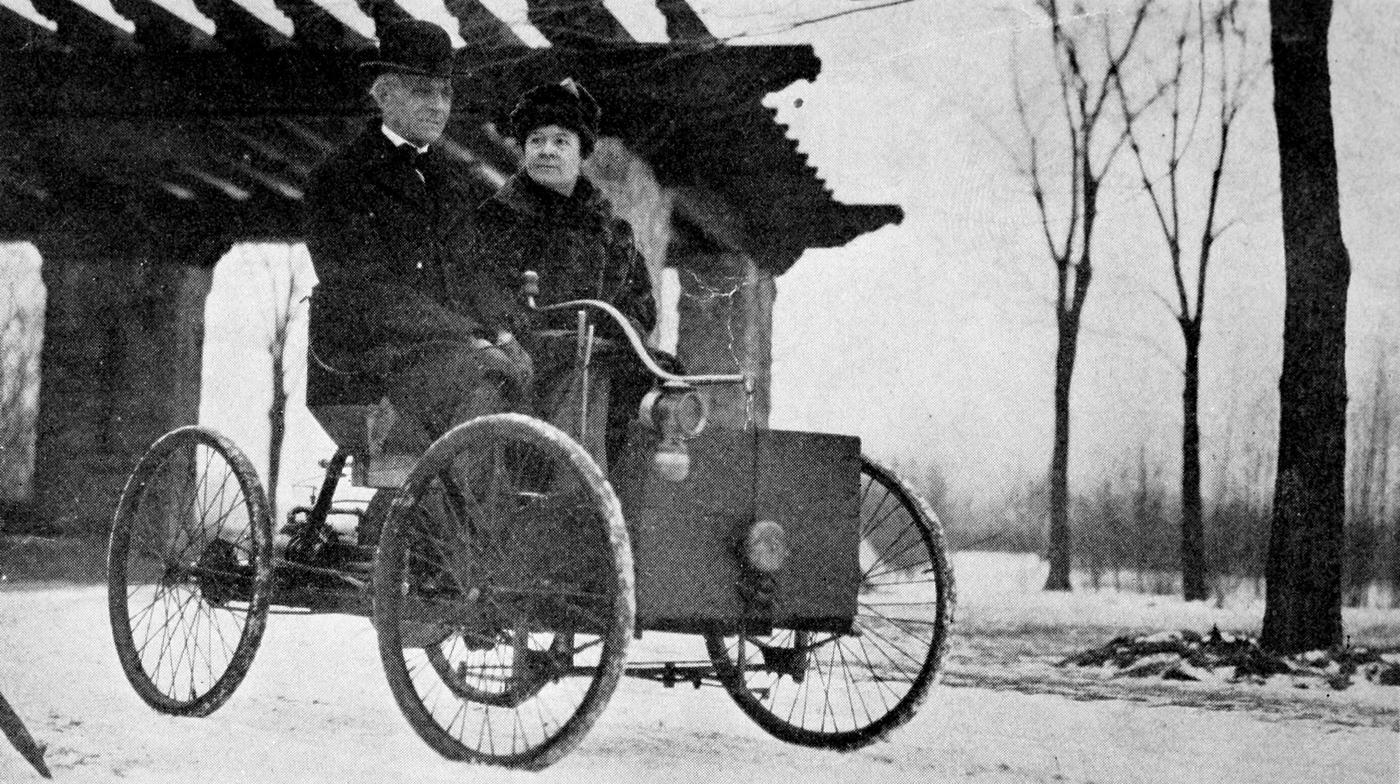 Mr_and_Mrs_Henry_Ford_in_his_first_car.jpg