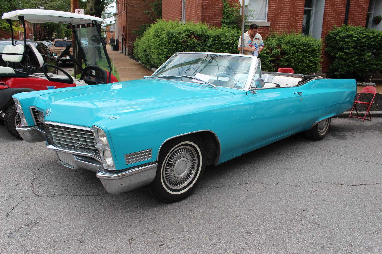 1967 Cadillac De Ville sports original 429 V8.